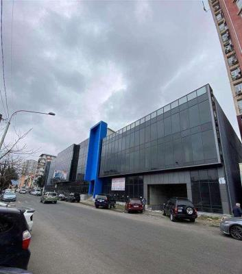 Commercial retail space for sale, 415 m²