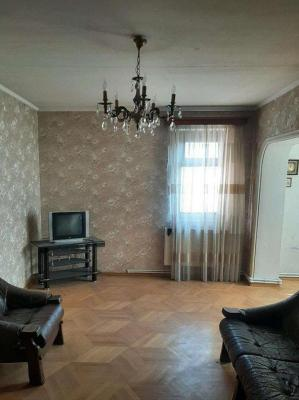 Apartment for sale in an old building, 2 room(s), 62 m²